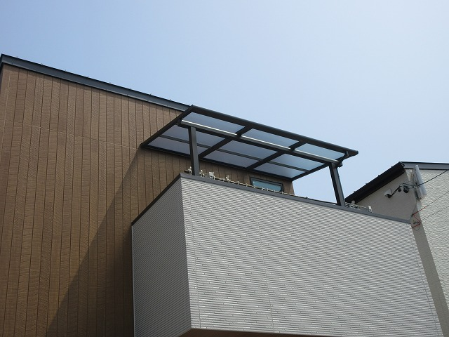 守山区 I様 2階用テラス LIXIL スピーネF型 1.5×5尺 オータムブラウン 熱線遮断ポリカ クリアマット