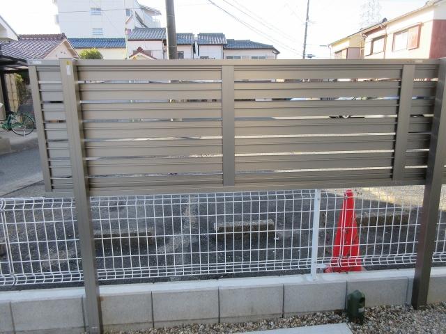 守山区 H様 目隠しフェンス 三協アルミ シャトレナ1型 H800 2段柱 H=1.5m L12m
