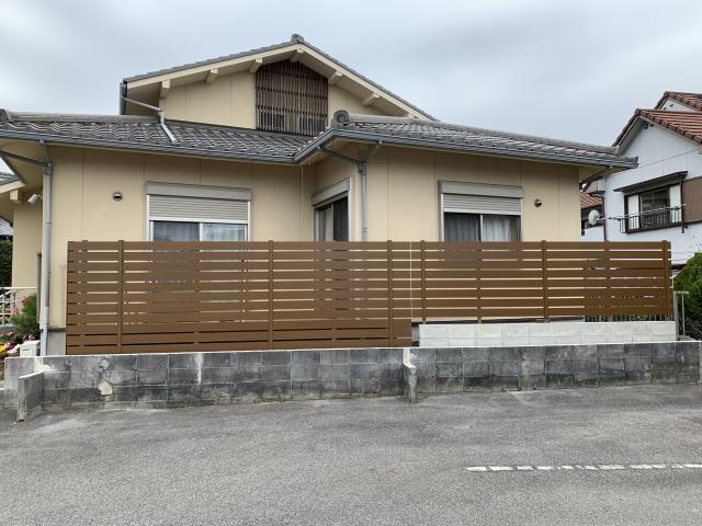 尾張旭市 ウッドデッキ+目隠しフェンス工事 (三協ひとと木2+アーバンフェンス)