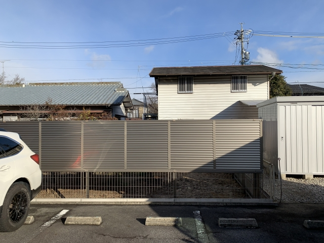 守山区 目隠しフェンス H21 多段フェンス 三協カムフィX9型2012+ニュータウンリード1型2010
