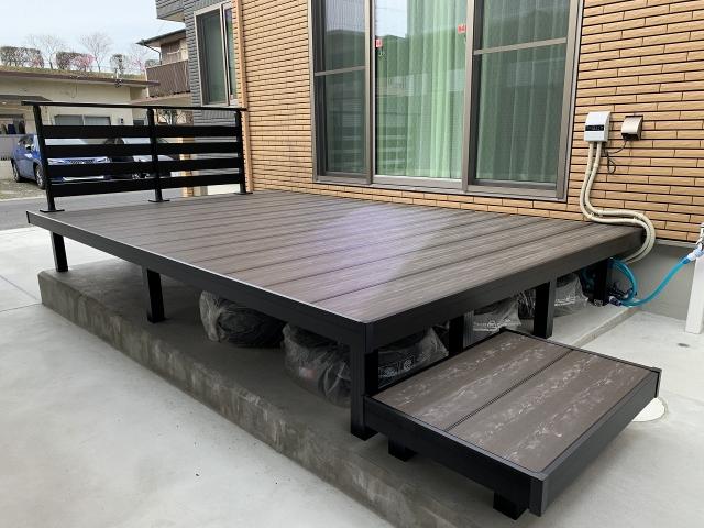 尾張旭市 人工木材デッキ 三協アルミ ラステラ(ブラックマーブル)間口3.6m×出幅2.2m H800フェンス