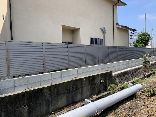 尾張旭市 目隠しフェンス 三協アルミ シャトレナ3型 H1000(アーバングレー)25m ブロック3段 150CB