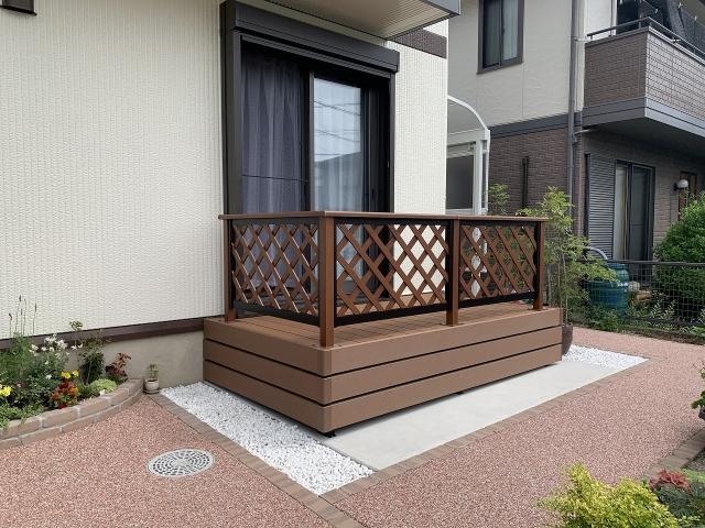守山区 人工木材デッキ 四国化成 ファインデッキ HB(マロンブラウン)間口2.7m×出幅1.5m+フェンスT-8